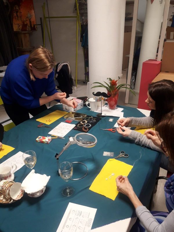 bead weaving jewellery making class